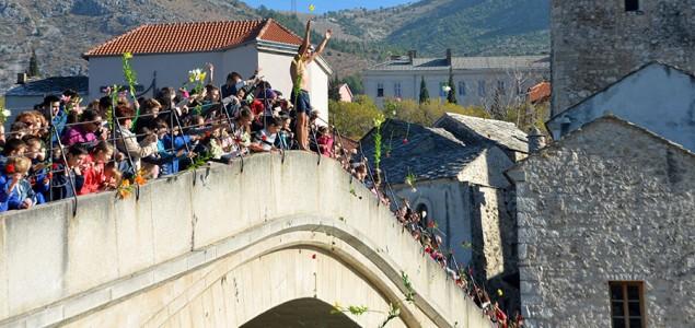 Ne rušite mostove: 22 godine od rušenja Starog mosta u Mostaru
