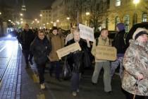 Prosvjednici pred domom Grabar-Kitarović tražili nove izbore