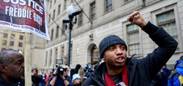 Poništen proces policajcu optuženom za ubojsto crnca u Baltimoreu