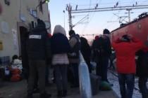 Izbjeglice u Preševu: Promrzli i bolesni čekaju voz za dalje