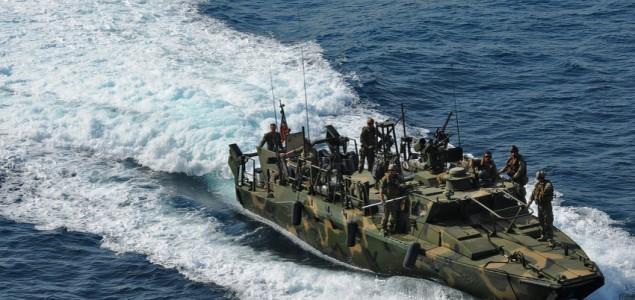 Iranska Revolucionarna garda zadržala dva američka patrolna broda