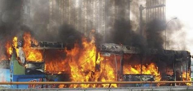 Kina: U požaru u autobusu poginulo 14 osoba