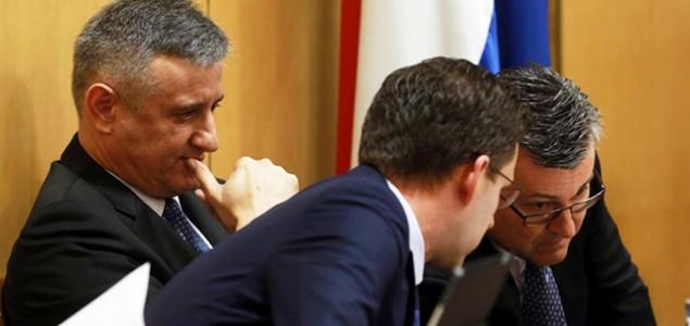 Zauzeto, Orešković