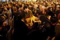 U Skoplju treća noć nasilnih prosvjeda protiv pomilovanja političara