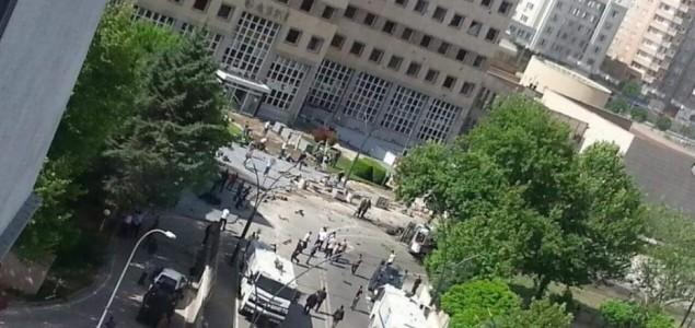 Napad u Turskoj: Poginula jedna, ranjeno 13 osoba
