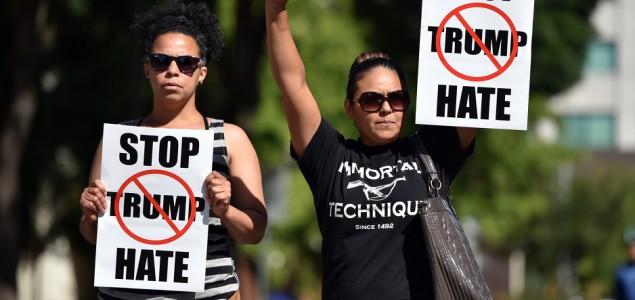 Masovna tuča na mitingu podrške Donaldu Trumpu, 35 privedenih