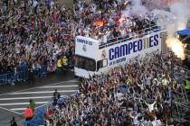 Madrid  gori: Navijači i igrači Reala pjesmom i vriskom slave titulu