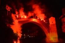 Počasni skok sa bakljama i Stari most u bojama zastave Njemačke u znak sjećanja na Hansa Koschnicka