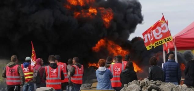 Francuska: Ponovo vodeni topovi na demonstrante