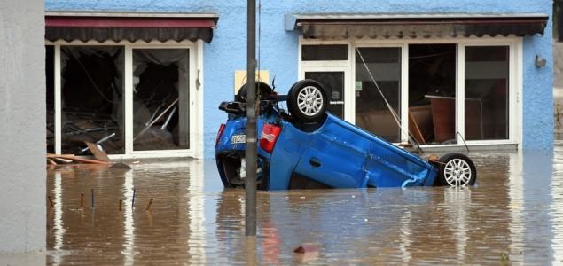 Petero mrtvih u poplavama u Njemačkoj i Francuskoj, uništene kuće, putevi i automobili