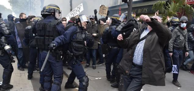 Demonstranti u Francuskoj gađali ministra jajima