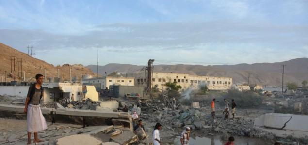 Jemen: Napadi na vojnu bazu, poginulo deset osoba
