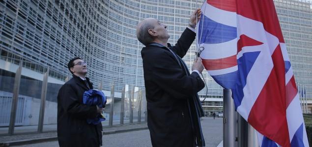 BREXIT: CRVENI(?) KARTON VELIKOJ BRITANIJI – ŽUTI EVROPSKOJ UNIJI