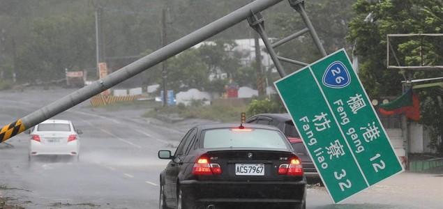 Tajfun Meranti poharao Tajvan i stigao do kineske obale