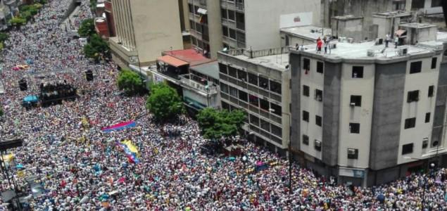 Stotine hiljada demonstranata na ulicama Karakasa