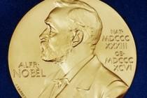 Dva člana Nobelove skupštine upleteni u skandalu