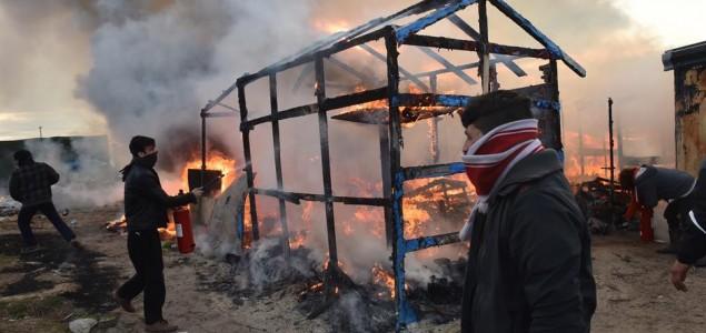 Uklanja se migrantski logor 'Džungla', što će biti s djecom?