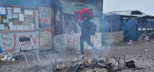 Francuska: Iz 'Džungle' evakuirano 2.300 migranata, počinje rušenje logora