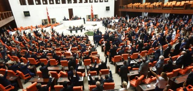 Turska policija privela zamenicu predsednika parlamenta