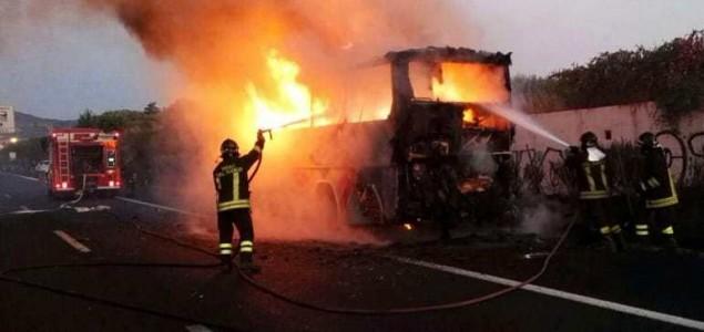 Teška nesreća u Italiji, najmanje 16 ljudi poginulo