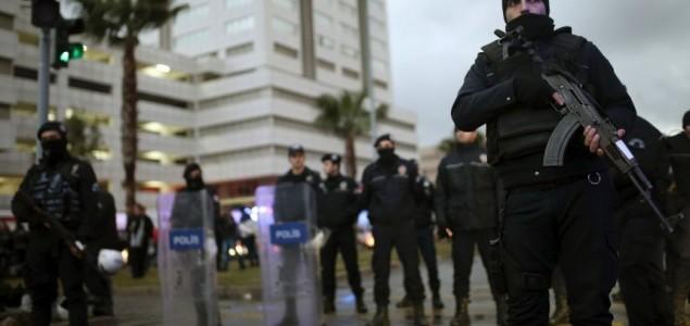 Teroristički napad pred sudom u Izmiru