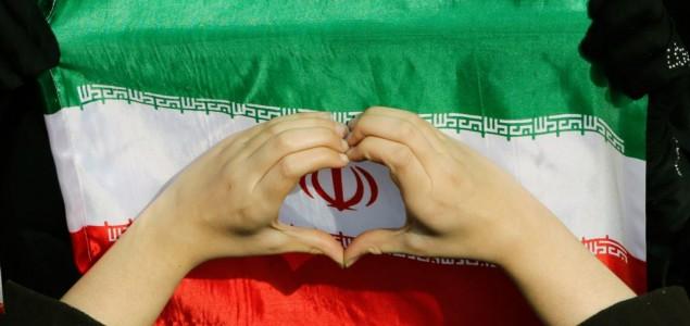Iranci proslavljaju godišnjicu revolucije masovnim okupljanjima