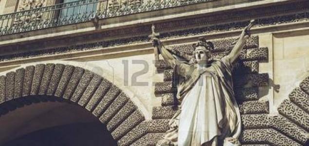 Pucnjava ispred muzeja Louvre u Parizu, jedna osoba ranjena