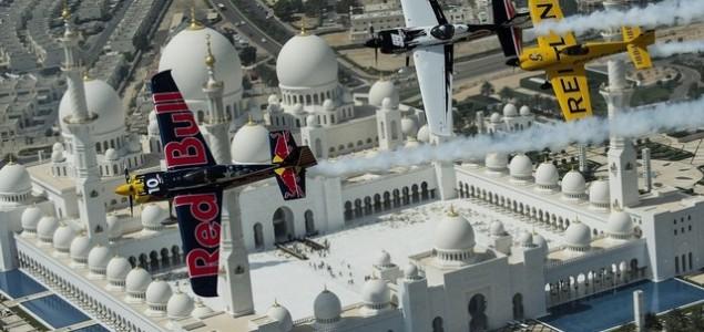 Red Bull Air Race: Piloti letjeli iznad predsjedničke palate u Abu Dhabiju, nova sezona počinje u petak