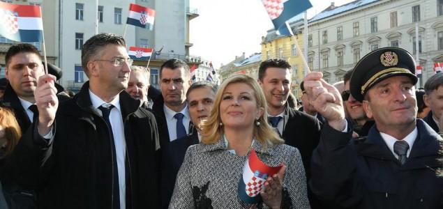 Hrvatska predsjednica, premijer i ministar obrane igraju se rata
