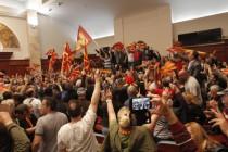 U neredima u Skoplju povrijeđeno oko 100 osoba, situacija normalizovana