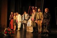 Stigao i glumac Tomislav Trifunović,  nekadašnji član ansambla NPM-a: I Sergej i Branislav i ja smo glumci, supruga je jedina normalna u kući