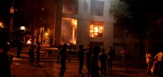 Paragvajski prosvjednici zapalili zgradu Kongresa