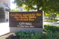 U ime solidarnosti sa žrtvama genocida u Prijedoru kanadski grad Hamilton se uključio u kampanju Međunarodni dan bijelih traka
