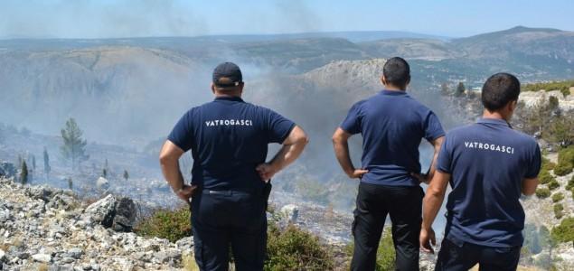 Mostarski požari ugašeni, u Ljubinju gori sto metara od magistralnog puta
