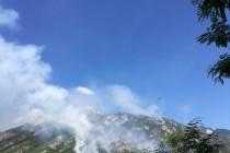 Na Čvrsnici i dalje gori, helikopteri prevoze vatrogasne ekipe do nepristupačnih dijelova