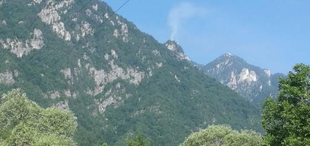 Požar kod Jablanice se proširio, traži se pomoć helikoptera
