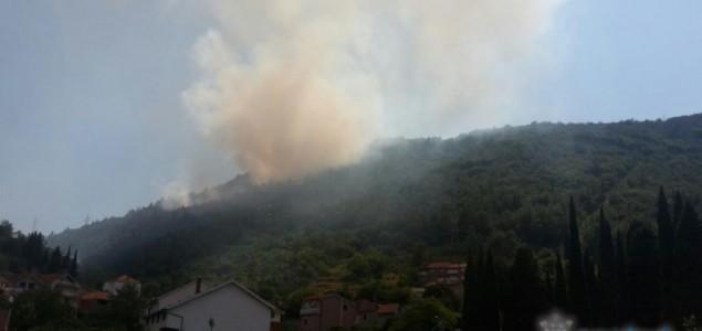 Požar iznad Mostara ugašen u toku noći, vatrogasne ekipe i dalje dežuraju na terenu