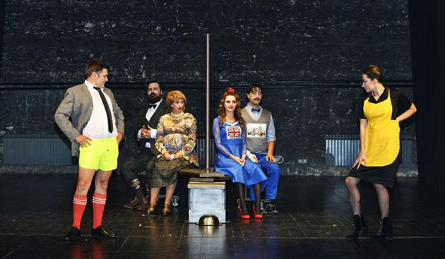 Scena iz predstave Ćelava pjevačica
