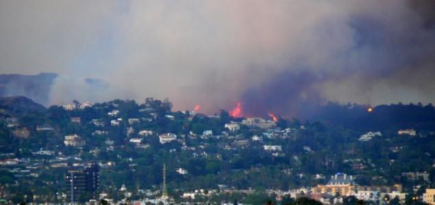 Naređena evakuacija mještana i studenata u Los Angelesu