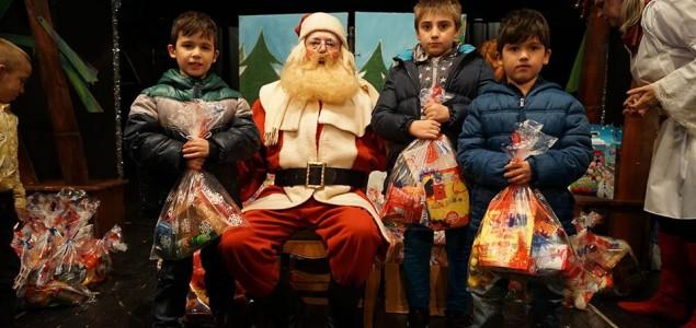 Lutkarska predstava i paketić za štićenike Centra za socijalni rad Mostar