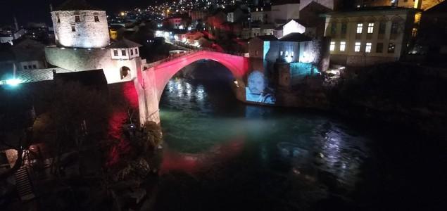 Stari most u Mostaru osvijetljen likom Predraga Lucića