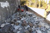 Nakon vandalskog čina na Partizanskom spomen groblju, komunalci uklonili kamene cvjetove i pohranili ih na posebnoj lokaciji