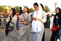 Saudijska Arabija i kraj obaveze nošenja vela<br>  Žene slave novu slobodu