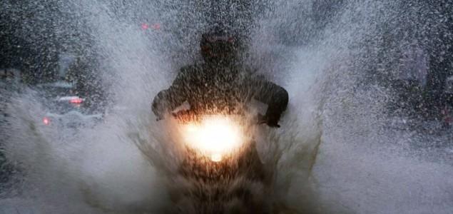 Broj žrtava oluje u Indiji dostigao 66