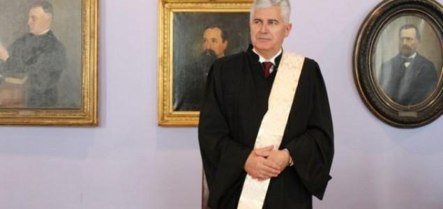 GRANDIOZNI NAZADAK: Počasni doktorat Dragana Čovića