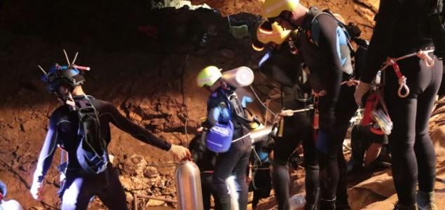 Tajland: Nastavljena operacija spasavanja dečaka u pećini