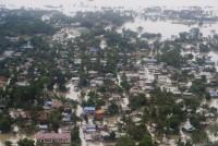 Poplave u Indiji: Spasitelji evakuiraju ljude zarobljene na krovovima