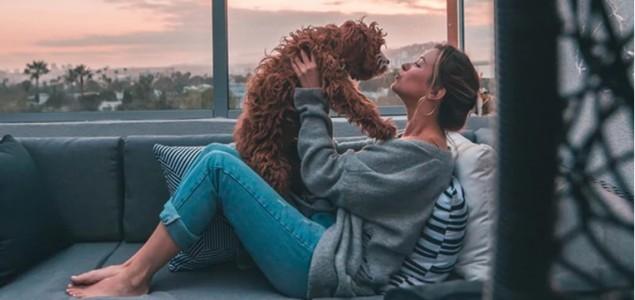 Pseće puse: Je li opasno kada vas pas liže po licu?