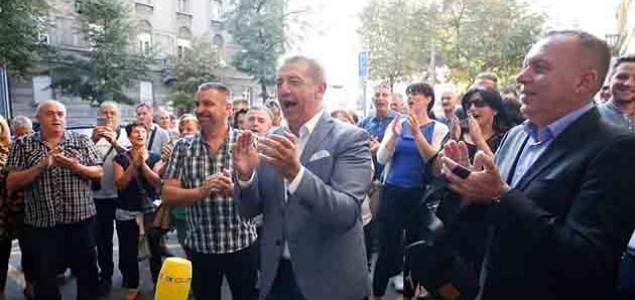 Događanje Ličana na Trgu žrtava fašizma