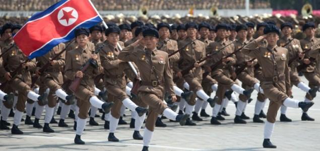 Sjeverna Koreja održala vojnu paradu, prvi put bez interkontinentalnih raketa